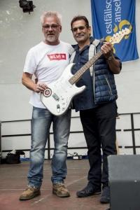 starsofvietnam-gitarre-peter-maffay-unterschrieben-lothar-baltrusch-pannekaukenfest-schwerte-gerhard-baer